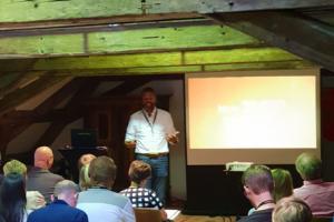 dwif: Volles Haus und viel spannendes, interessiertes Feedback auf unseren Vortrag!